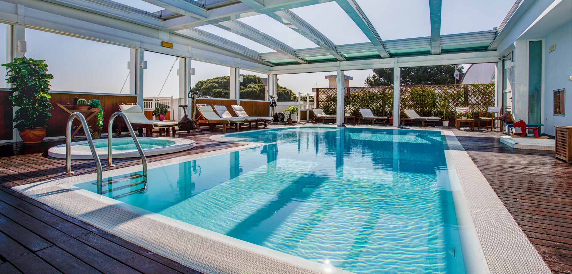 Piscina panoramica aparthotel england - Hotel riccione con piscina coperta ...